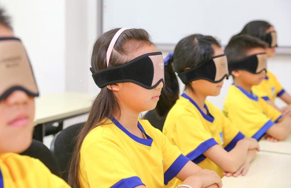 小学生婷婷使用光能波护眼仪的反映